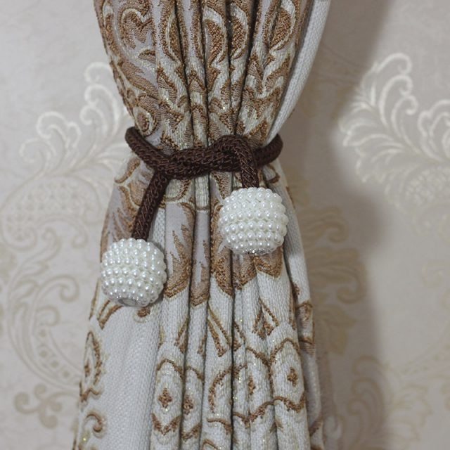 Pearl Magnetic Curtain Clip